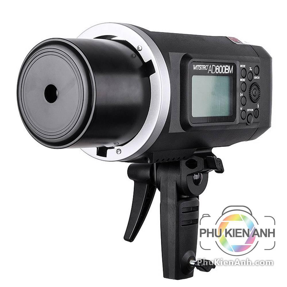 flash-godox_ad600-flash-600w-pin-roi-ngoai-canh-4